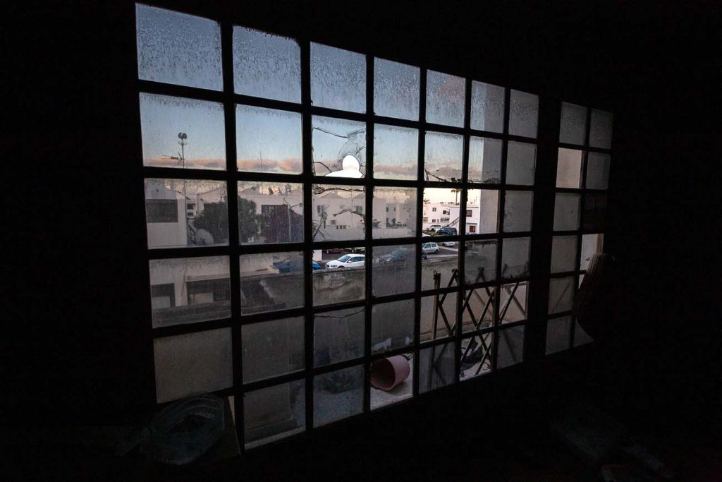 ventana bonita de la casa abandonada en Playa Honda