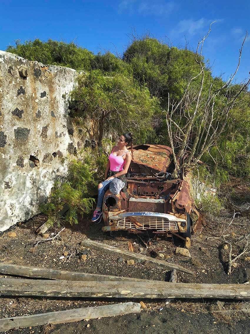 abandoned-car-b.diamoond